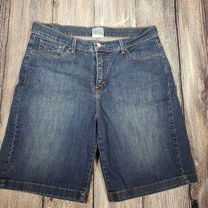 Womens Levi's denim shorts size 16